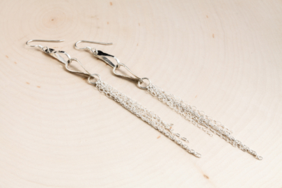 foxy-fringe-chain-drop-earrings-hammered-silver-dirtypretty-artwear-3