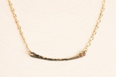 simple-chic-curved-bar-layering-necklace-hammered-gold-dirtypretty-artwear