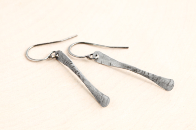 simple-chic-modern-drop-earrings-hammered-steel-iron-dirtypretty-artwear-2