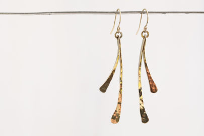small-feather-rustic-handcrafted-dangle-earrings-hammered-gold-dirtypretty-artwear-4