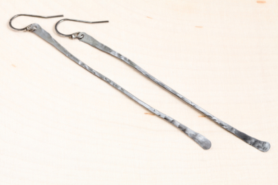striking-simplicity-rustic-long-drop-earrings-hammered-steel-iron-dirtypretty-artwear-7