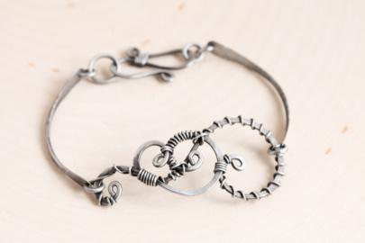 twisted-teardrop-handmade-wire-wrapped-teardrop-bracelet-hammered-steel-iron-dirtypretty-artwear-3