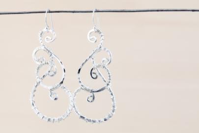 twisted-teardrop-wire-wrapped-teardrop-earrings-hammered-silver-dirtypretty-artwear-9