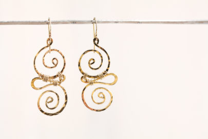 whimsy-rustic-handcrafted-spiral-earrings-hammered-gold-dirtypretty-artwear-2